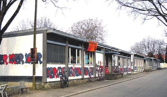 Diese von der PH genutzten Pavillons in Littenweiler sollen abgerissen werden, die Stadt möchte hier Wohnhäuser errichten lassen. Bild: Kickert