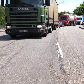 Der marode Straßenzustand macht die Sanierung der Leo-Wohleb-Straße unausweichlich.